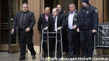 USA New York | Harvey Weinstein verlässt das Gericht nach einer Anhöhrung