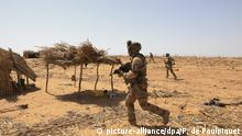 07.11.2019, Frankreich, Tofalaga: ©PHOTOPQR/LE PARISIEN/Philippe de Poulpiquet ; Tofagala (Burkinafaso), le 07 novembre 2019. Un groupe du bataillon de chasseurs à Pieds traque les groupes armés terroristes (GAT) dans leur sanctuaire près de la forêt de Tofagala au Burkina Faso. - French soldiers of Operation Barkhane. Operation Barkhane is an ongoing anti-insurgent operation in Africa's Sahel region, which commenced 1 August 2014. It consists of a 3,000-strong French force, which will be permanent and headquartered in -N'Djamena, the capital of -Chad. The operation has been designed with five countries, and former French colonies, that span the Sahel: -Burkina-Faso, -Chad, -Mali, -Mauritania and -Niger. These countries are collectively referred to as the G5 Sahel. Foto: Philippe De Poulpiquet/MAXPPP/dpa |