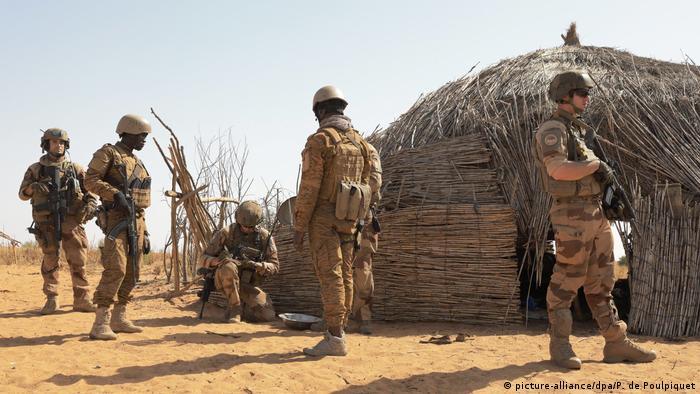 Military exercises in Nigera (picture-alliance/dpa/P. de Poulpiquet)