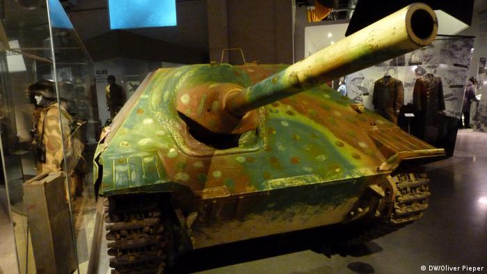 Tank in the Bastogne War Museum (DW/Oliver Pieper)