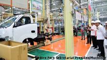 Indonesien   Präsident Koko Widodo besucht Suzuki-Fabrik
