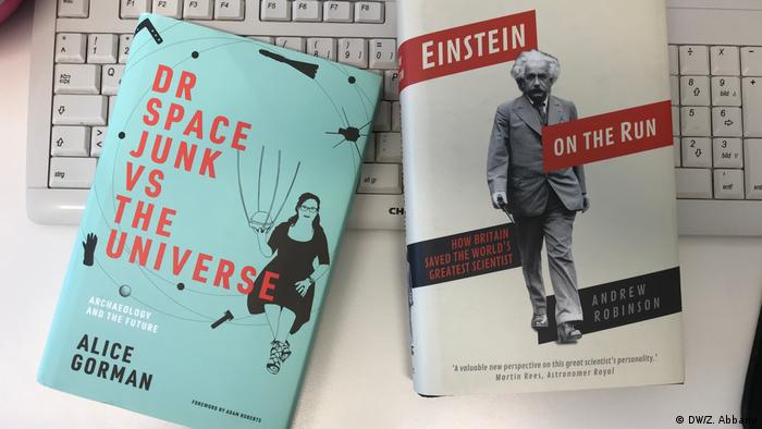 Science books for Christmas — Dr. Space Junk vs. the Universe and Einstein on the Run (DW/Z. Abbany)