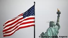 USA | Freiheitsstatue mit US-Flagge