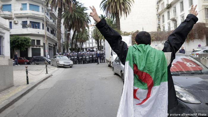 Algerien Proteste (picture-alliance/AP Photo)