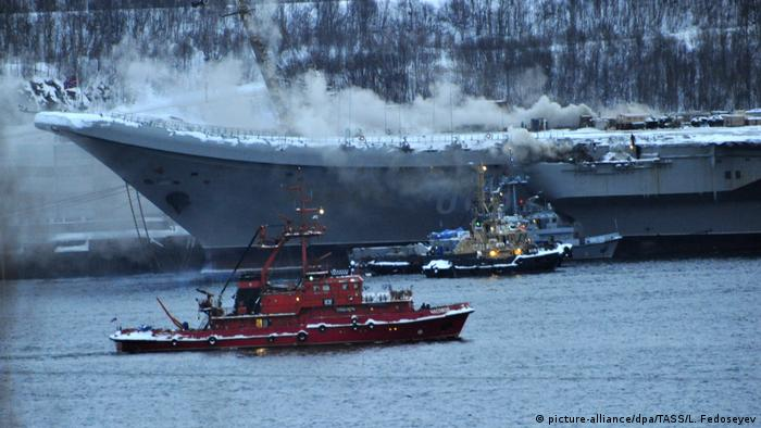 Smokre rises from Admiral Kuznetsov (picture-alliance/dpa/TASS/L. Fedoseyev)