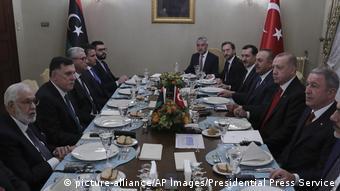 FAZ: τραγελαφική η γεωγραφική συμφωνία ανάμεσα σε η Άγκυρα και λιβυκή κυβέρνηση του Σάρατζ