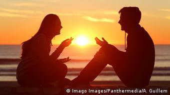 Πιο σημαντικές οι βαθιές και ουσιαστικές σχέσεις από τα χρήματα στη ζωή