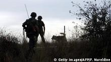 ARCHIV 2003 **** ALEXANDROUPOLI CITY, GREECE: TO GO WITH AFP STORY BY CATHERINE BOITARD - Greek soldiers patrol along the side of a mine field on the Greek side of the Evros river which separates Greece and Turkey 14 October 2003 at Kipi village, northeastern Greece. 40 immigrants have been killed since 1996 trying to cross the mine field, which is scheduled to be demined after Greek and Turkey signed at the end of September the Ottawa convention. AFP PHOTO Fayez NURELDINE (Photo credit should read FAYEZ NURELDINE/AFP via Getty Images)