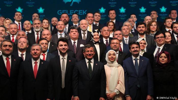 Ahmet Davutoğlu liderliğindeki Gelecek Partisi Aralık ayında kuruldu