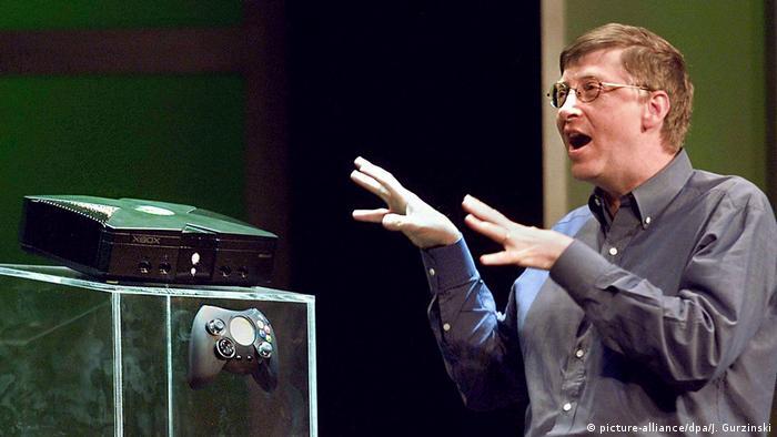 Bill Gates dan Xbox (picture-alliance/dpa/J. Gurzinski)