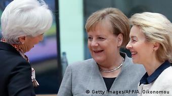 Angela Merkel (centro), con Christine Lagarde (izqda.) y Ursula von der Leyen en la cumbre de la UE. (13.12.2019)..