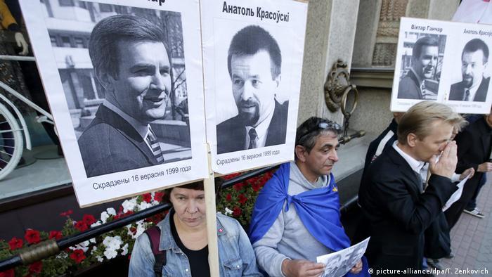 Участники акции протеста в Минске требуют расследовать исчезновение Гончара и Красовского, сентябрь 2015 года