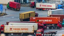 --FILE--Trucks transport containers to be shipped abroad at the Yangshan Deep-water Port in Shanghai, China, 13 June 2018. China's goods trade went up 8.6 percent year on year to 16.72 trillion yuan (about 2.45 trillion U.S. dollars) in the first seven months of this year, customs data showed Wednesday. Exports rose 5 percent year on year in the January-July period while imports grew 12.9 percent, resulting in a trade surplus of 1.06 trillion yuan, which narrowed by 30.6 percent, according to the General Administration of Customs. *** Local Caption *** Foto: Dycj/Imaginechina/dpa |