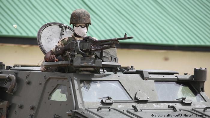 Nigerian soldier (picture-alliance/AP Photo/J. Gambrell)