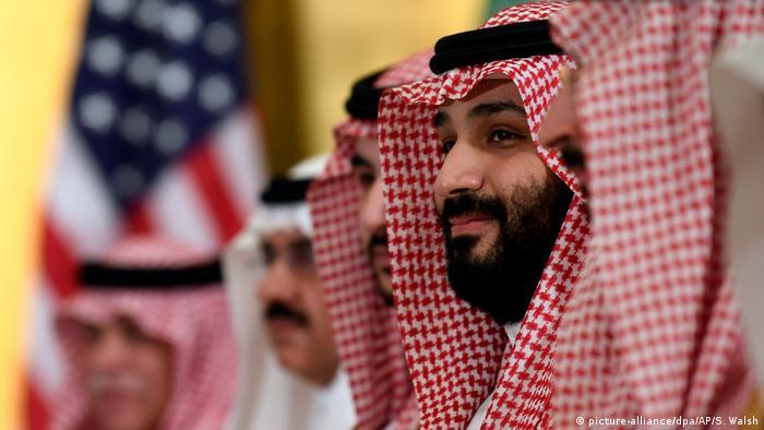 أمر ولي العهد السعودي من مساعديه بالخروج من الغرفة لكي يتمكن من مواصلة الحوار سراً مع ترامب