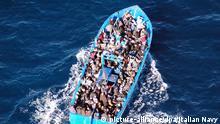 HANDOUT - 22.01.2014, Italien, -: Ein Handout der italienischen Navy zeigt ein Boot mit 200 Flüchtlingen im Mittelmeer. Am 14.12.2019 findet in München ein ökumenischer Gottesdienst zum Gedenken der Toten im Mittelmeer statt. Foto: Italian Navy / Handout/epa/dpa - ACHTUNG: Nur zur redaktionellen Verwendung im Zusammenhang mit der aktuellen Berichterstattung und nur mit vollständiger Nennung des vorstehenden Credits +++ dpa-Bildfunk +++ |