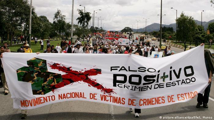 Manifestación contra los 'falsos positivos' en Colombia en marzo de 2009.