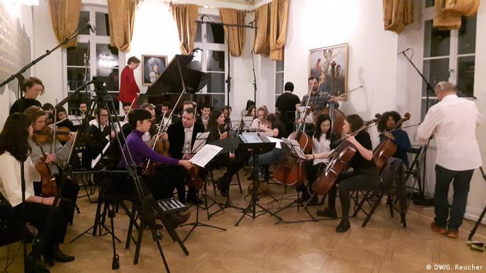 Юбилейный год Бетховена начался серией домашних концертов, на которых исполняли музыку великого немецкого композитора