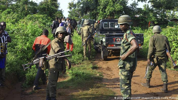 Demokratische Republik Kongo Soldaten Patroullie nahe Beni