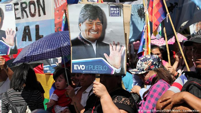 Argentinien Buenos Aires Pro Evo Morales Aktivisten vor dem bolivianischen Konsulat (picture-alliance/ZUMA Wire/C. Santisteban)