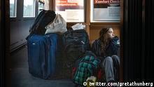 Traveling on overcrowded trains through Germany. And I'm finally on my way home! Tweet von Greta Thunberg vom 14. Dezember 2019, Reise mit der Deutschen Bahn auf dem Weg von Turin zurück nach Schweden https://twitter.com/GretaThunberg/status/1205969006982815751