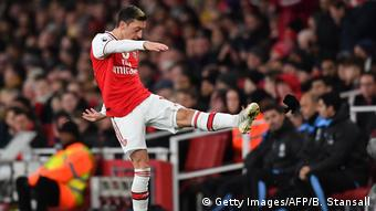 Fußball FC Arsenal vs Manchester City | Mesut Özil Auswechslung (Getty Images/AFP/B. Stansall)