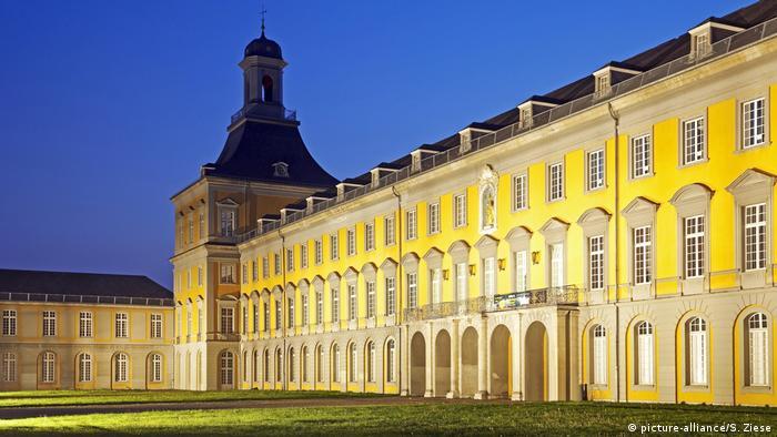 Bonn: Schloss - Universität Hauptgebäude (picture-alliance/S. Ziese)