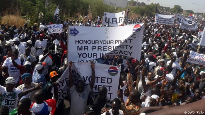 Gambia Protest gegen Präsident Adama Barrow, Rücktrittsforderung (DW/O. Wally)