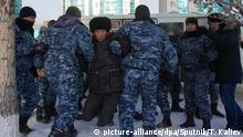 16.12.2019, Kasachstan, Nur-Sultan: 6107845 16.12.2019 Riot police detained a participant of a meeting to commemorate the victims of the Jeltoqsan and December of 1986 riots, in Nur-Sultan, Kazakhstan. Talgat Kaliev / Sputnik Foto: Talgat Kaliev/Sputnik/dpa |