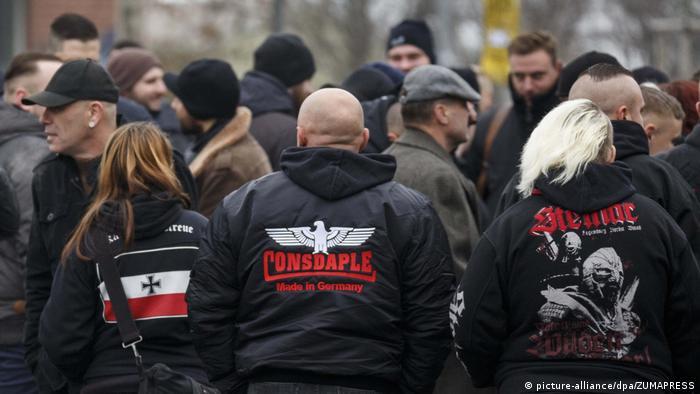Neonazistas numa manifestação na Saxônia, em 2018