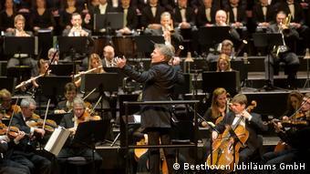 Şef Dirk Kaftan yönetimindeki Bonn Beethoven Orkestrası