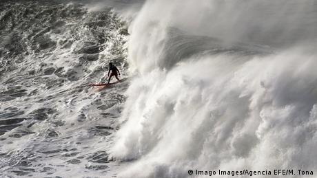 BdTD Spanien Surf-Wettbewerb Punta Galea Challenge (Imago Images/Agencia EFE/M. Tona)