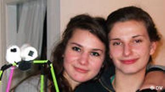 KISD Shop Chefinnen Lea Lin Böhmer und Carla Otto (Foto: Suzanne Cords/DW)