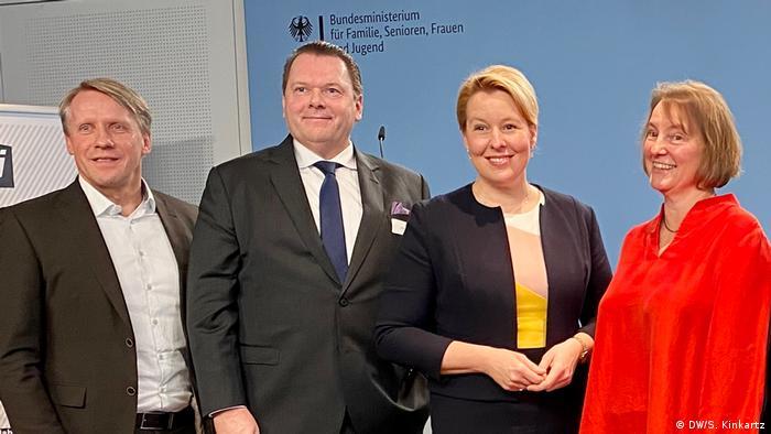 Bundesfamilienministerin Franziska Giffey beim Fair Pay Initiative Summit (DW/S. Kinkartz)