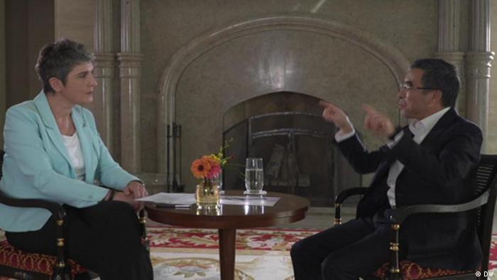 Главный редактор медиакомпании Deutsche Welle Инес Поль в беседе с председателем совета директоров компании Huawei Лян Хуа