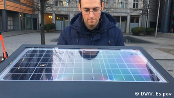 Мусорный контейнер работает от солнечных батарей