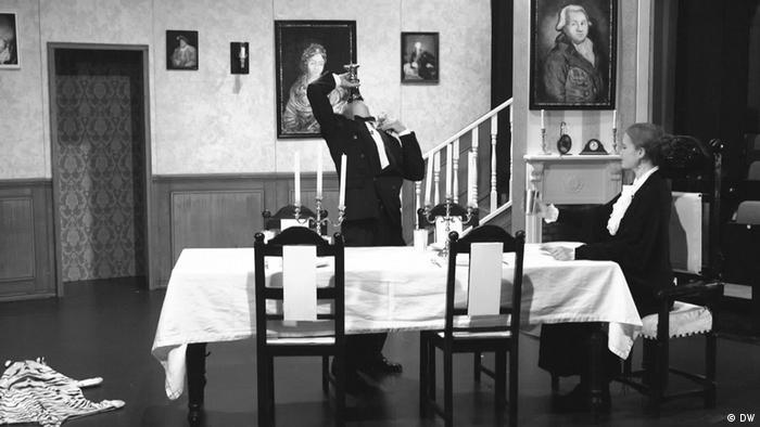La comedia tradicional Dinner for One es para muchos alemanes tan necesaria como la raclette y el champán para brindar.
