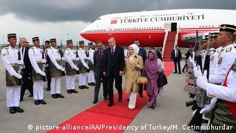 Επίσημη υποδοχή για τον Ερντογάν και τη σύζυγό του σε παλαιότερη επίσκεψη στη Μαλαισία