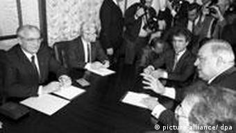 Helmut Kohl Mikhail Gobachev during talks in Moscow