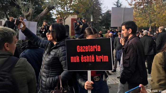 Albanien Tirana   Protest von Journalisten