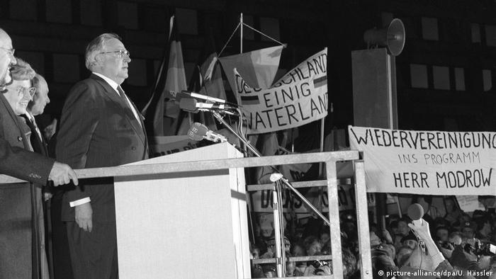 Dresden, December 19, 1989: Kohl at the podium during his speech. (picture-alliance/dpa/U. Hässler)