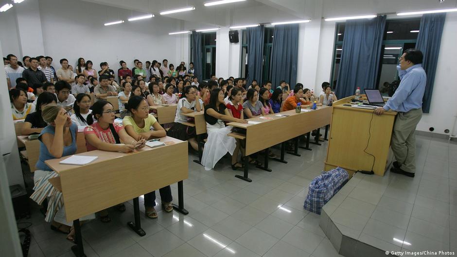 Китай ограничивает научные публикации о короновирусе | DW | 13.04.2020