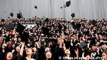 090626) -- SHANGHAI, June 26, 2009 -- Graduates toss their trencher caps into the air during the graduation ceremony at Fudan University in Shanghai, east China, June 26, 2009. Over 3,000 graduate students attended the graduation ceremony Friday. Liu Ying) (dzl) PUBLICATIONxINxGERxSUIxAUTxONLY - ZUMAx10_ 20090626_zaf_x10_022 Shanghai June 26 2009 graduates Toss their Trenches Caps into The Air during The Graduation Ceremony AT Fudan University in Shanghai East China June 26 2009 Over 3 000 Graduate Students attended The Graduation Ceremony Friday Liu Ying dzl PUBLICATIONxINxGERxSUIxAUTxONLY ZUMAx10_ 20090626_zaf_x10_022