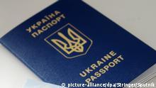 3193606 09/10/2017 Foreign passport of a Ukranian citizen. Stringer/Sputnik Foto: Stringer/Sputnik/dpa |
