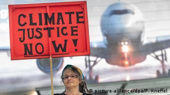 H αυξανόμενη ευαισθητοποίηση για την κλιματική αλλαγή επηρεάζει τις low-cost αεροπορικές. Αλλά δεν είναι ο μόνος λόγος...