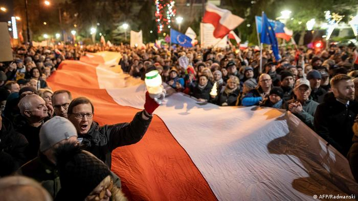 Poland protesters in Warsaw