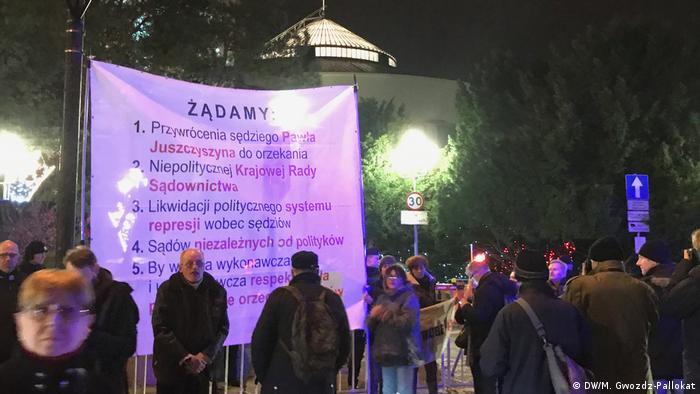 Protest przed Sejmem. Jednym z postulatów przywrócenie sędziego Juszczyszyna do orzekania