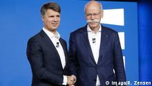 22.02.2019, Berlin, Deutschland - Pressekonferenz: Die BMW Group und die Daimler AG starten gemeinsamen Carsharing- und Mitfahrdienst. BMW Group und Daimler AG investieren mehr als eine Milliarde Euro in gemeinsamen Mobilitaetsdienstleister. Der Verbund umfasst die fuenf Joint-Ventures REACH NOW, CHARGE NOW, FREE NOW, PARK NOW und SHARE NOW. Foto: v.l. Harald Krueger, Vorstandsvorsitzender der BMW AG und Dieter Zetsche, Vorstandsvorsitzender der Daimler AG und Leiter Mercedes-Benz Cars. *** 22 02 2019 Berlin Germany Press conference The BMW Group and Daimler AG launch joint car sharing and car-sharing service BMW Group and Daimler AG invest more than one billion euros in joint mobility service providers The network comprises the five joint ventures REACH NOW CHARGE NOW FREE NOW PARK NOW and SHARE NOW Photo v l Harald Krueger Chairman of t