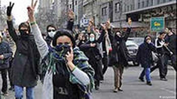 زنان در جنبش سبز همدوش مردان و گاه حتی جلوتر از آنها حضور داشتند.
