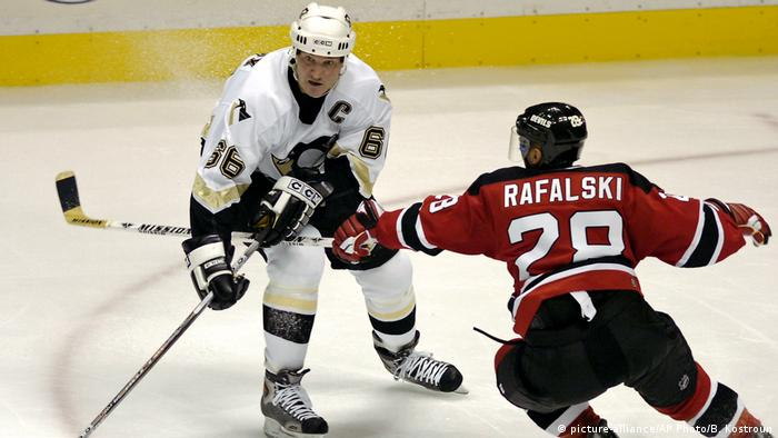USA Eishockey 2005 | Pittsburgh Penguins vs. New Jersey Devils (picture-alliance/AP Photo/B. Kostroun)